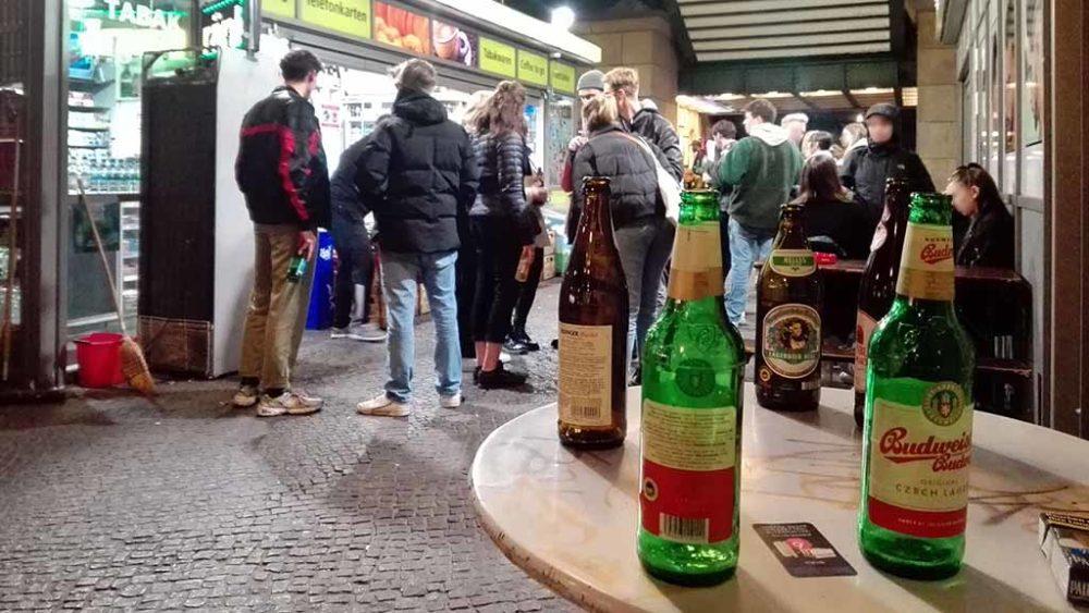 Mit Sperrstunde und Alkoholverbot gegen die Seuche