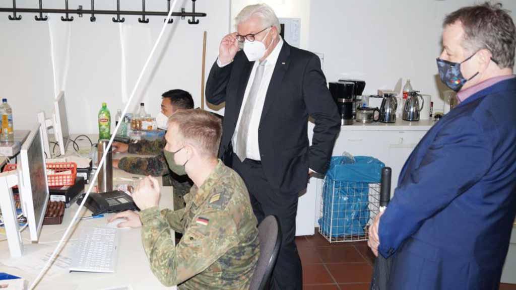 Steinmeier besucht Corona-Lagezentrum in Reinickendorf