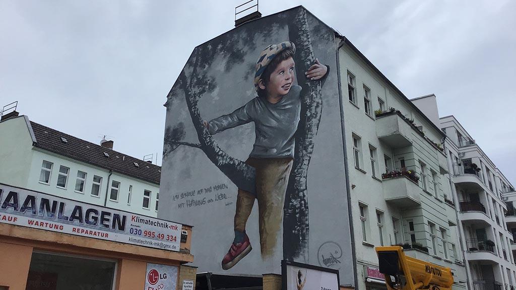 Pankow: Street-Art-Künstler gestaltete Fassade von Wohnhaus