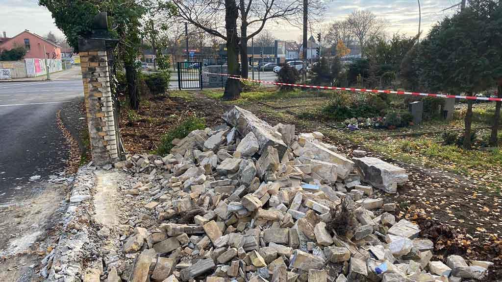 Berlin-Pankow: Abriss von Friedhofsmauer in Französisch Buchholz entsetzt Bürger