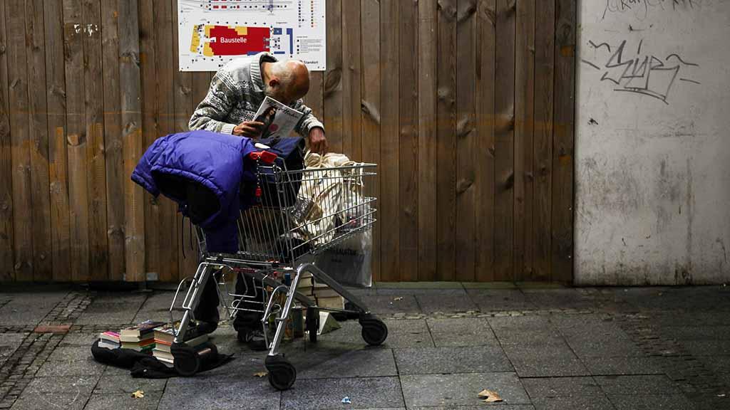 Obdachlose-am-Bahnhof-Zoo