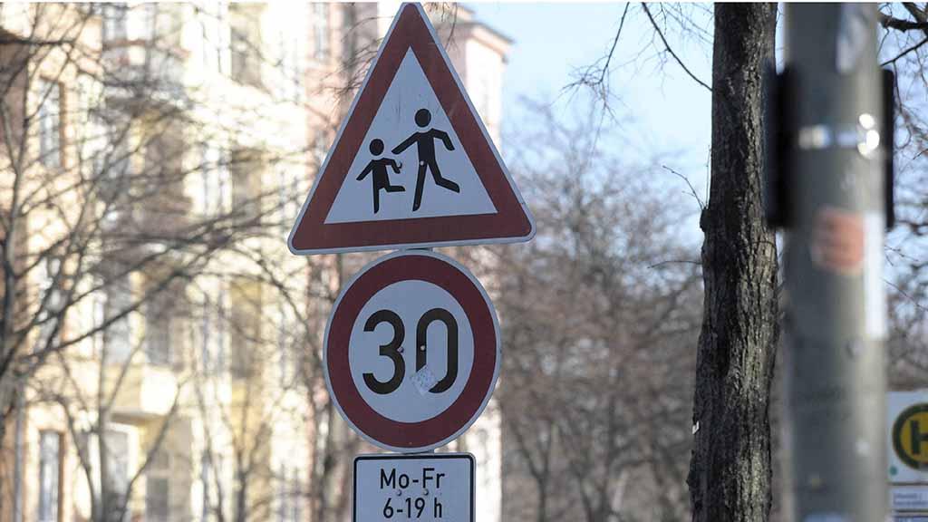 Berlin-Lichterfelde: 1.700 Unterschriften für Tempo 30 vor Grundschule