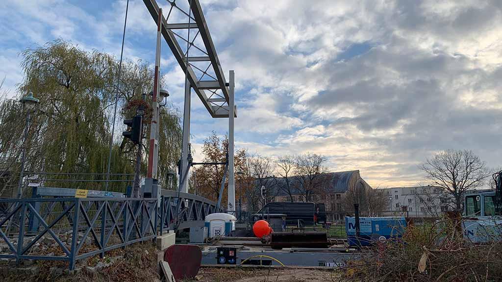 Berlin-Tegel: Baustart für Fußgängerbrücke an der Mühle