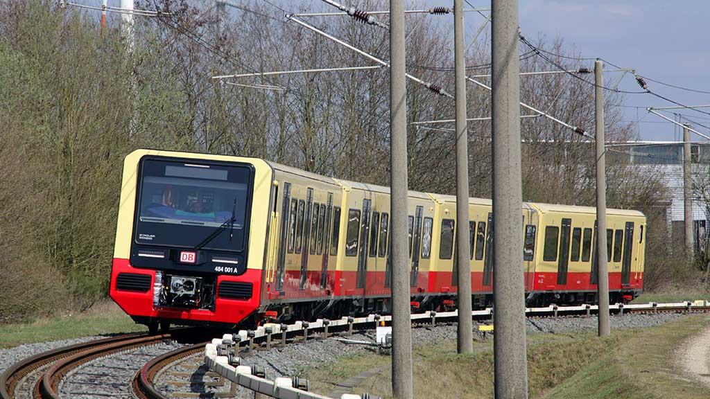 S-Bahn Berlin: Auf harten Sitzen durchs neue Jahr