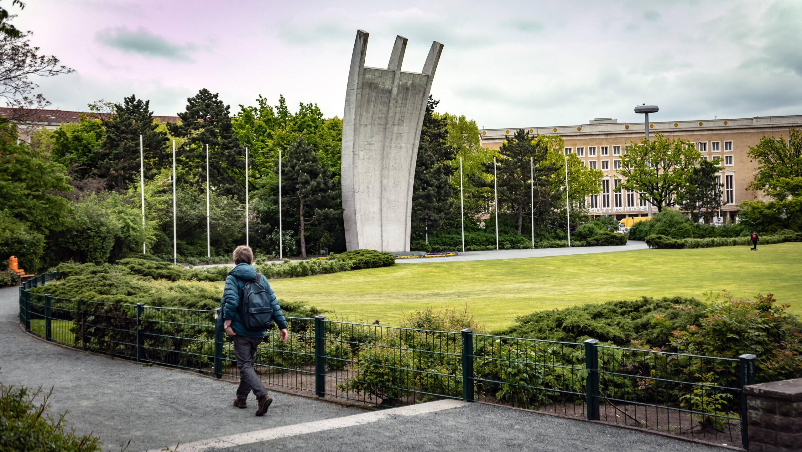 Berlin-Tempelhof: Der Platz der Luftbrücke wird grüner
