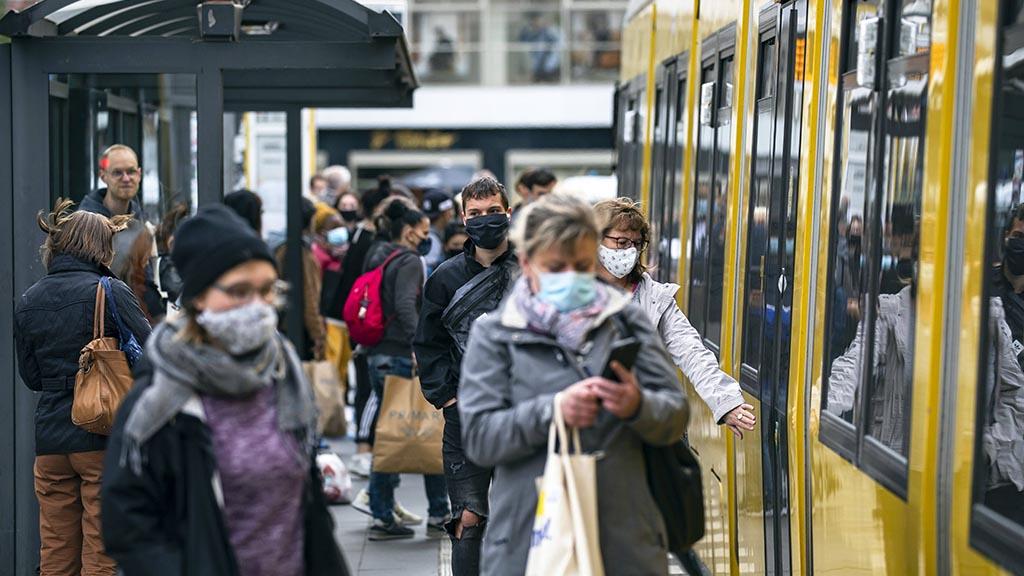 Abstand und Maske auch in der Straßenbahn