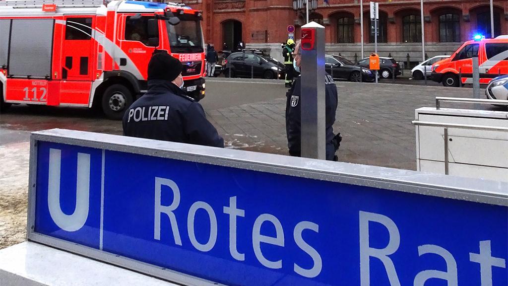 Berlin-Mitte: Feuer im U-Bahnhof Rotes Rathaus konnte schnell gelöscht werden