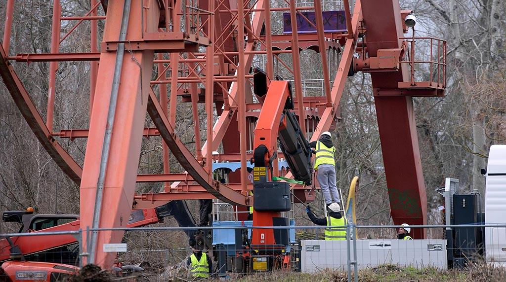 Berlin-Plänterwald: Hier wird das Riesenrad abgebaut