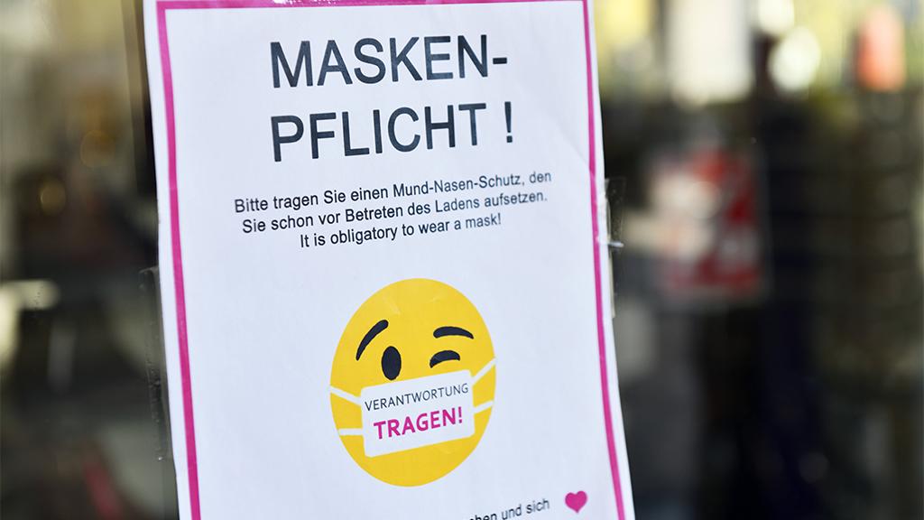 Charlottenburg-Wilmersdorf: Bezirksamt verteilt OP-Masken an Bedürftige