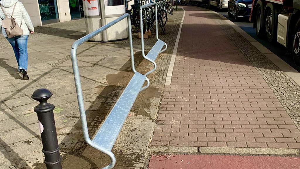 Berlin-Pankow: Neue Haltestangen für Radfahrer