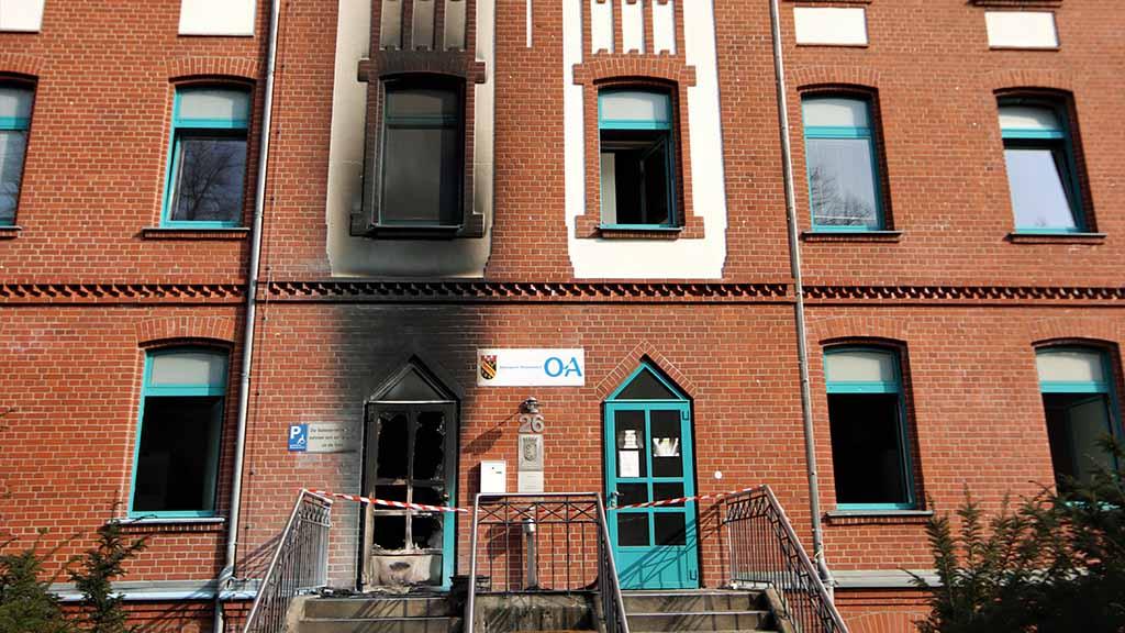 Feuer vor Ordnungsamt Reinickendorf: Bezirk vermutet Anschlag