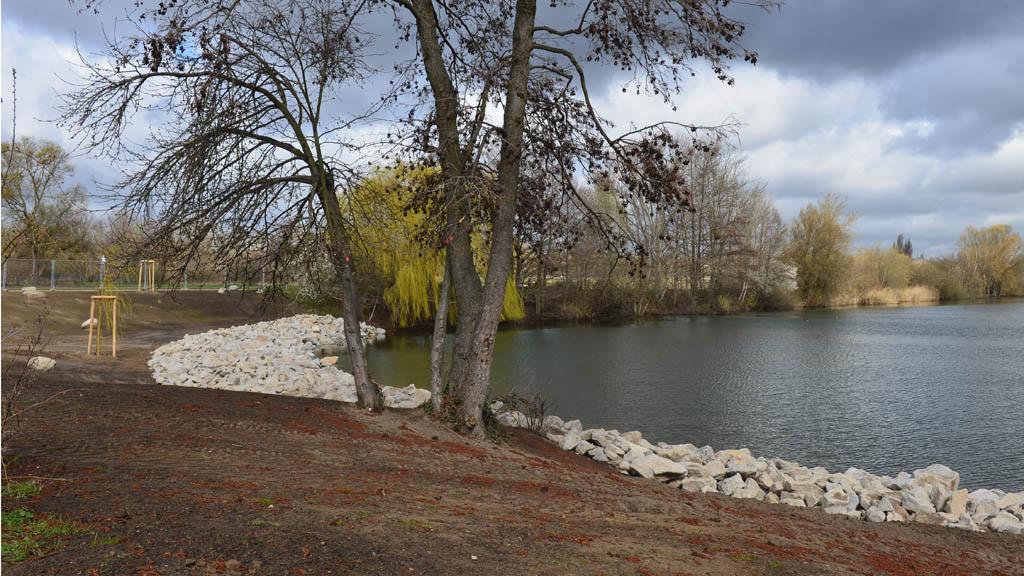 Biesdorfer Baggersee: Felsen sollen Schwimmspaß verhindern