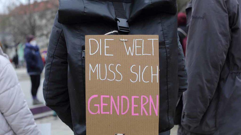 """Linguistin erklärt Sprachdebatte: """"Wütende Männer wollen zurück in die Vergangenheit"""""""