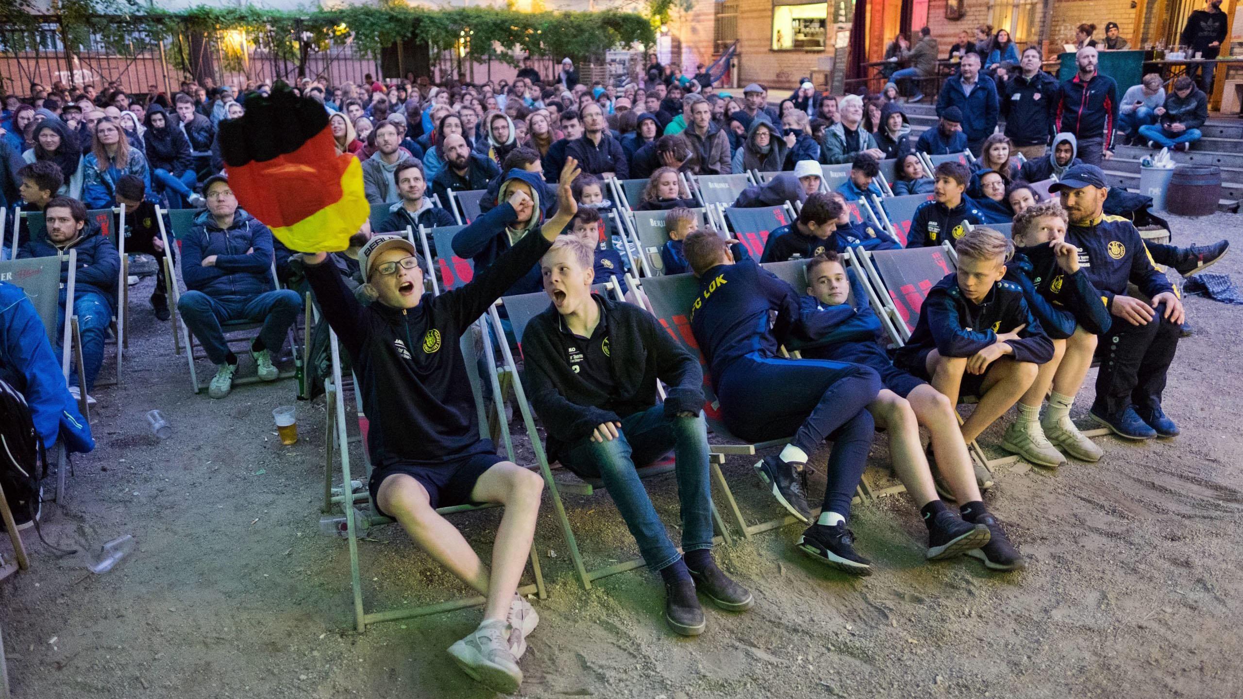 Neukölln voll im EM-Fieber: Public Viewing in Rudow