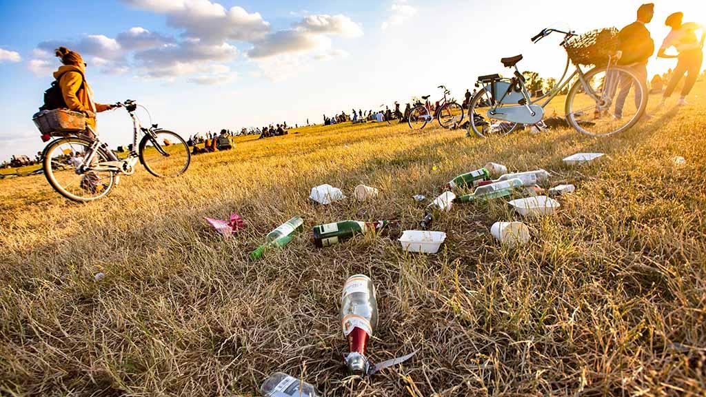 Pfandsystem gegen Müllberge in Berliner Parks