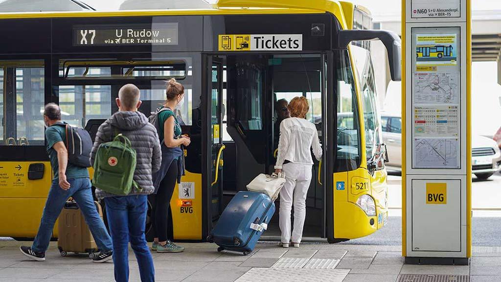 bargekdloses Zahlen im Bus der BVG
